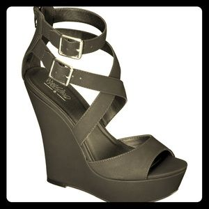 New Mossimo Eloisa Black Wedge Heel Size 6